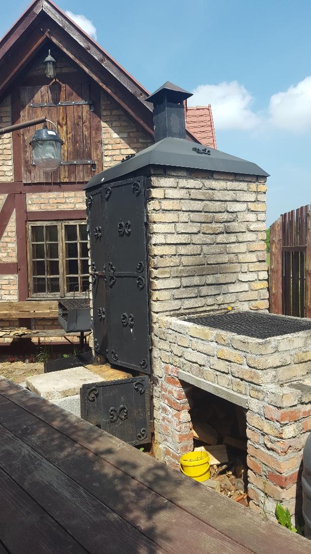 Spacer w Dolinie Charlotty - murowany grill